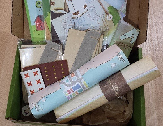 Kiwi Crate Subscription Box Review & Coupon October 2015 - inside