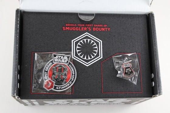 Star Wars Smugglers Bounty Subscription Box Review November 2015 - inside