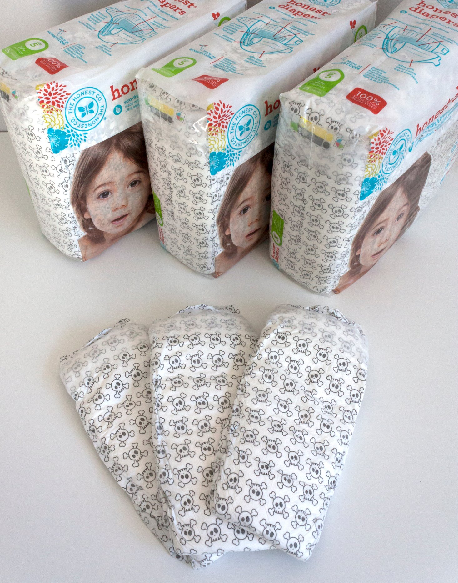 honest_co_diapers_and_wipes_bundle_october_2016_skull_diapers