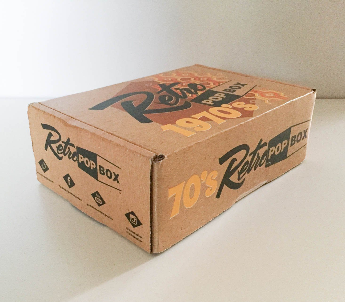 70s-retro-pop-box-december-2016-box