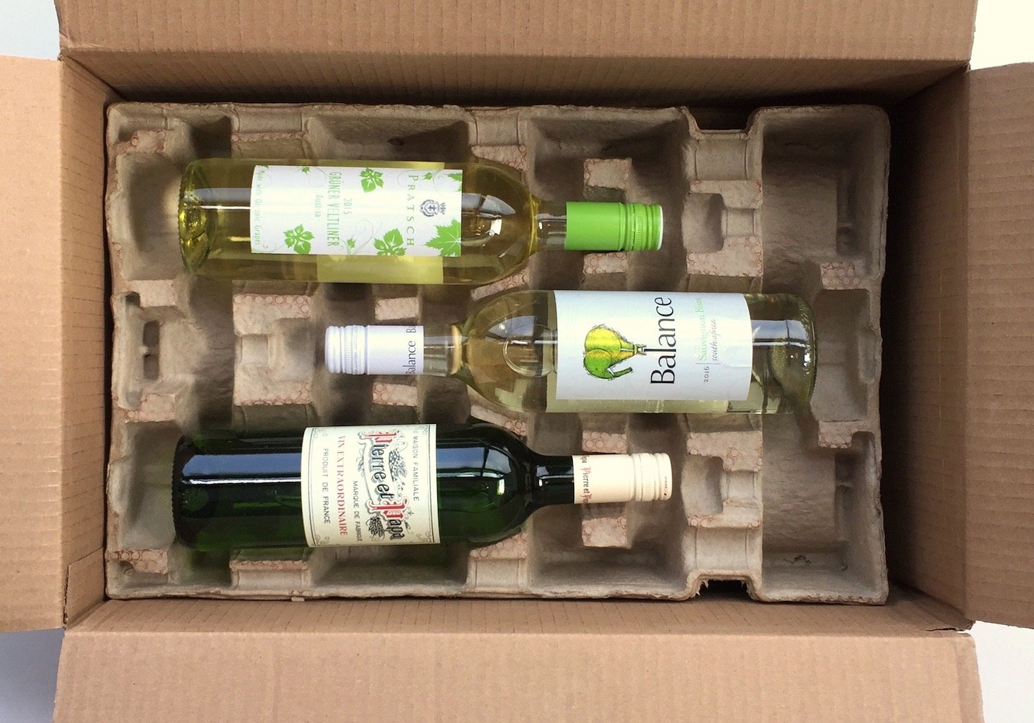 Wine-awesomeness-February-2017-box-inside