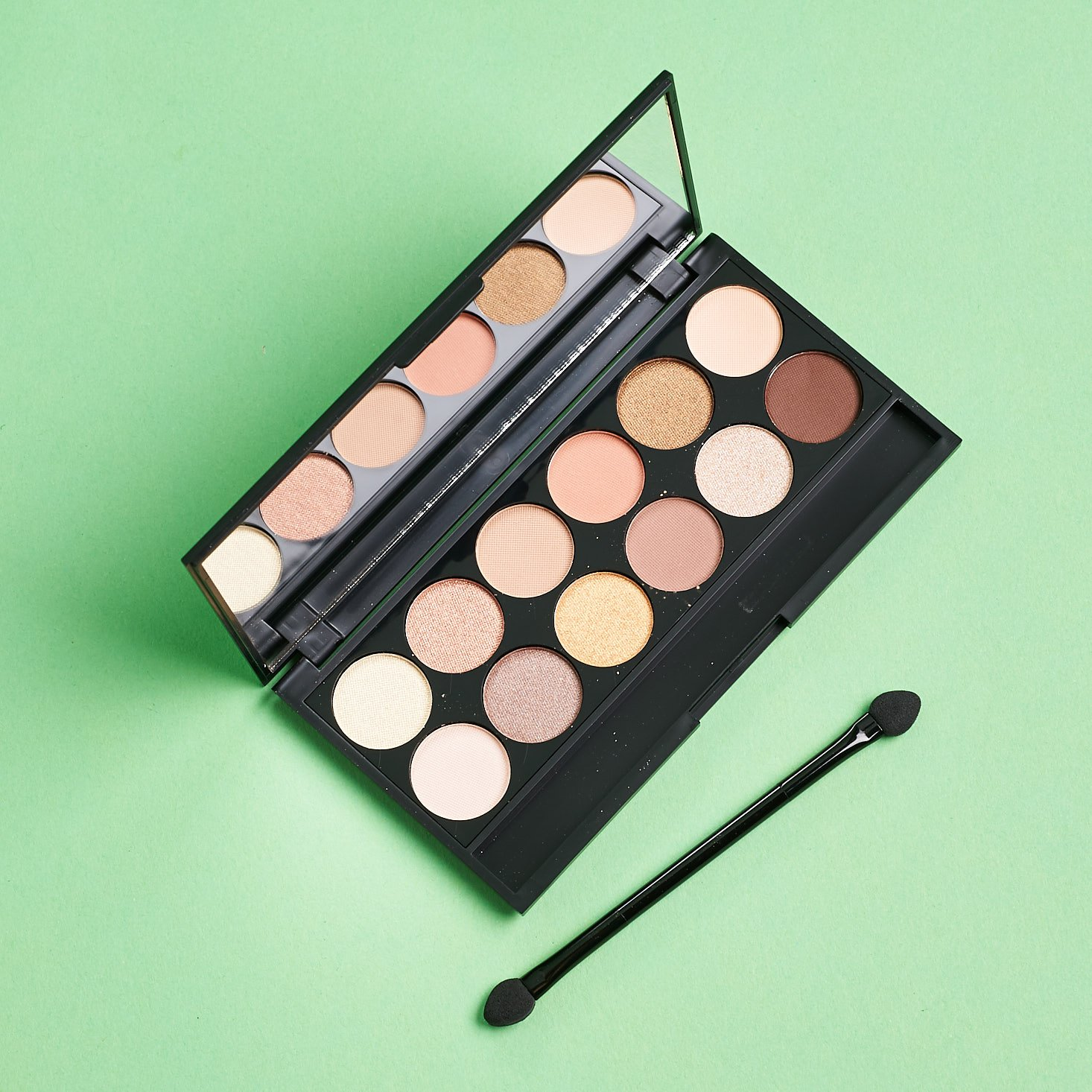 Glossybox June 2019 beauty subscription box review palette open