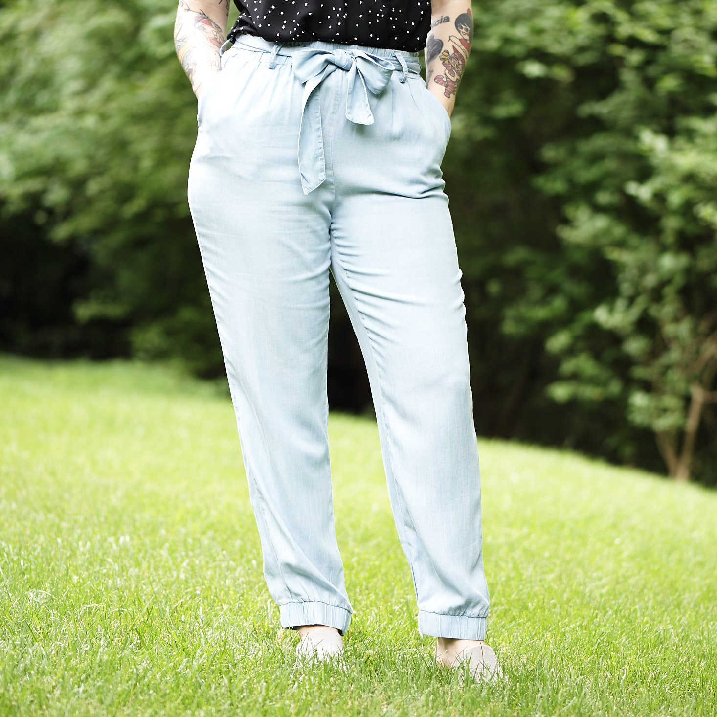 Marne wearing Mustard Seed Light Blue Chambray Jogger Pants outside