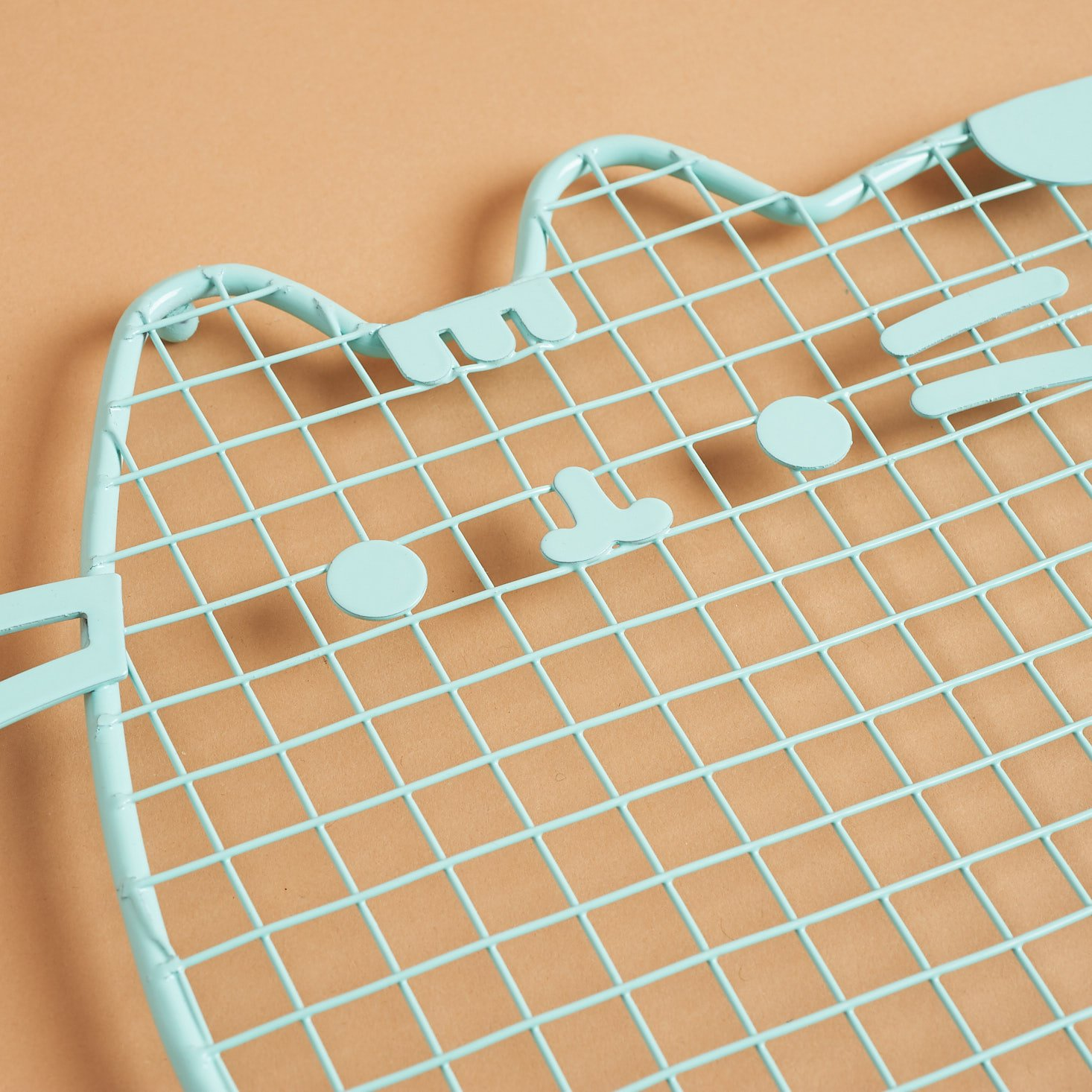 close up of Pusheen Cooling Rack - face