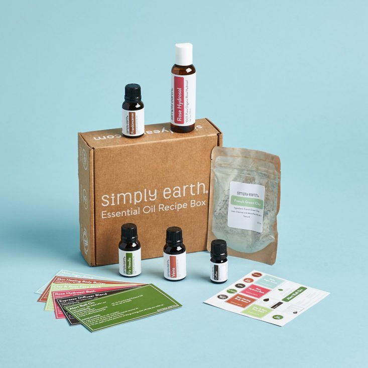 Simply Earth essential oil subscription with ingredients and recipes for DIYs.