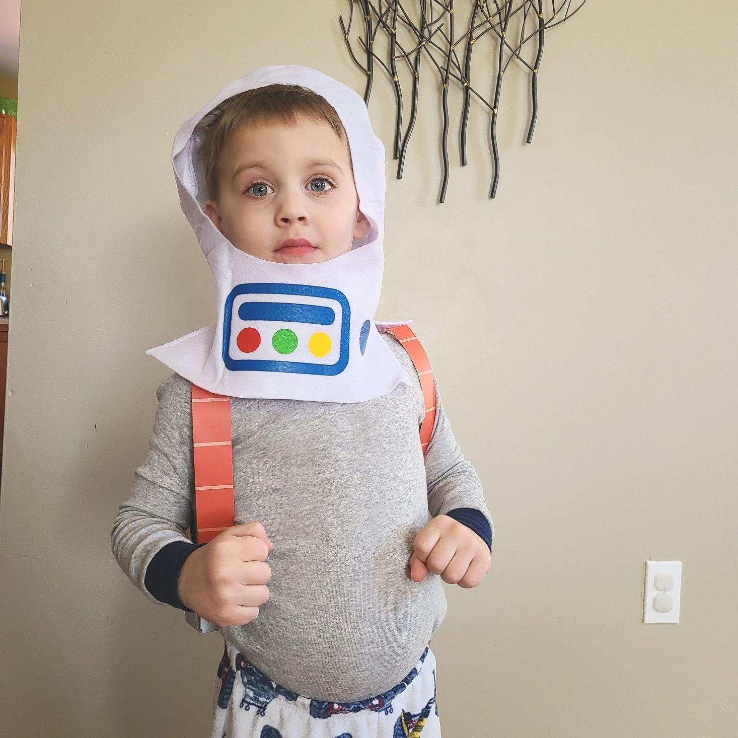 Sago Mini Box March 2021 astronaut helmet